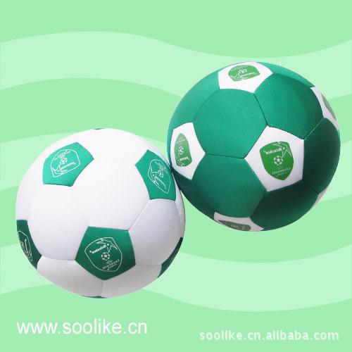 厂家定做 世界杯足球形泡沫粒子抱枕 靠垫抱枕